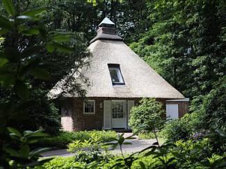 Exclusivement meublé, chalet coquet avec toit de chaume à Brême